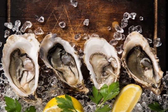 bigstock-Fresh-oysters-on-a-black-stone-130081301